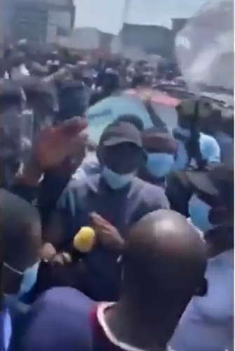 #EndSARS protesters chant 'shame' as Governor Sanwo-Olu of Lagos State tries addressing them