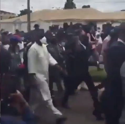 Governor Abdulrahman Abdulrazaq march with #EndSARS protesters to Kwara police headquarters