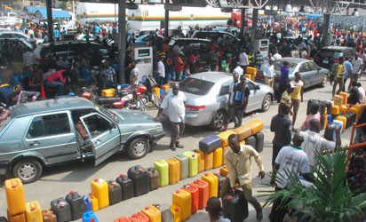 FG reduces fuel price to N162.44 per litre lindaikejisblog
