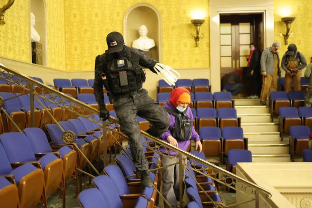 2 men seen in viral photos carrying zip ties during US Capitol riot have been arrested lindaikejisblog 2