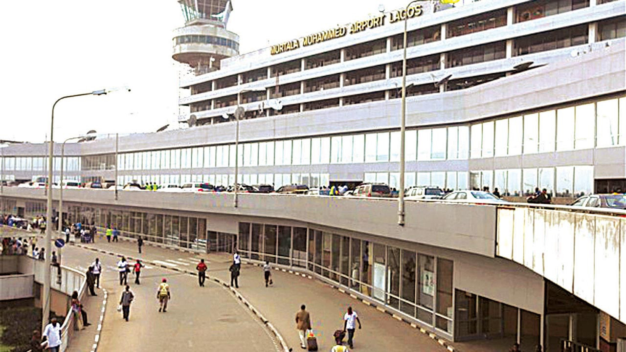 Immigration officers arrest Cairo-bound girls with fake identity on their passports