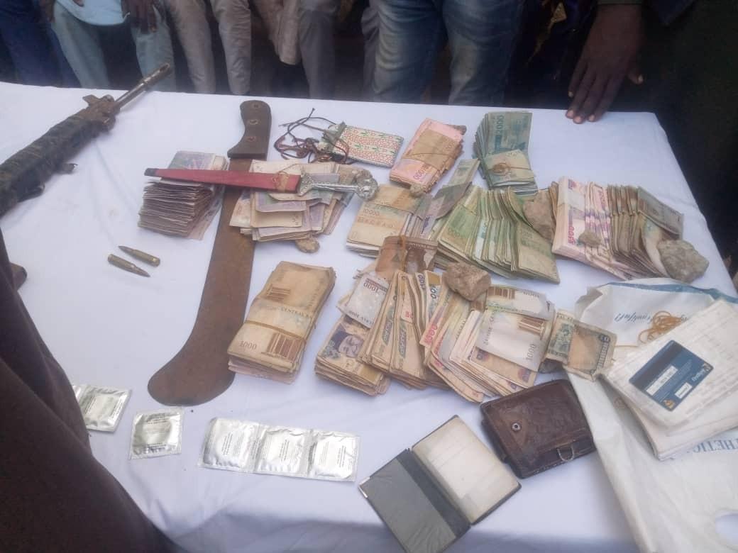Suspected Niger Republic arms dealer and sons arrested in Katsina lindaikejisblog 2