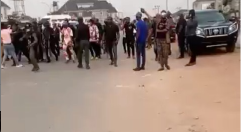 Moment Rochas Okorochas aide was assaulted by one of Imo state taskforce officials while he was arrested