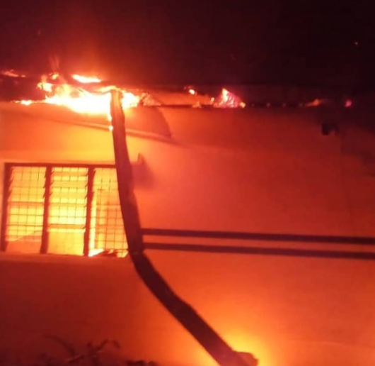 Hoodlums attack police station in Imo (photo)