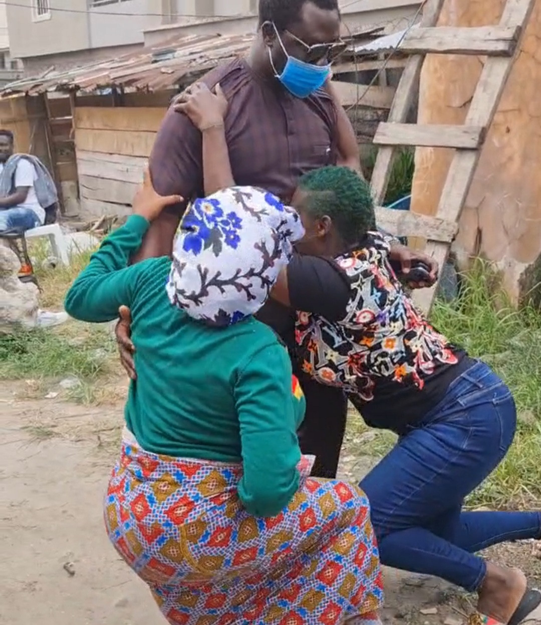 Mercy Johnson kneels with Toyin Abraham to greet her husband (video)