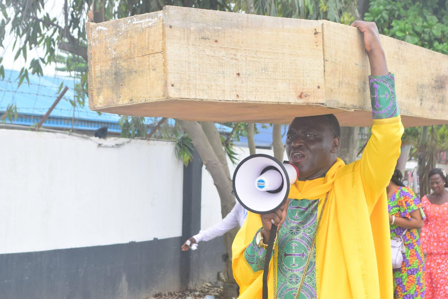 God is not happy with Buhari, political and religious leaders - Nigerian cleric, Jehovah Sharp Sharp carries coffin on his head to protest against bad governance