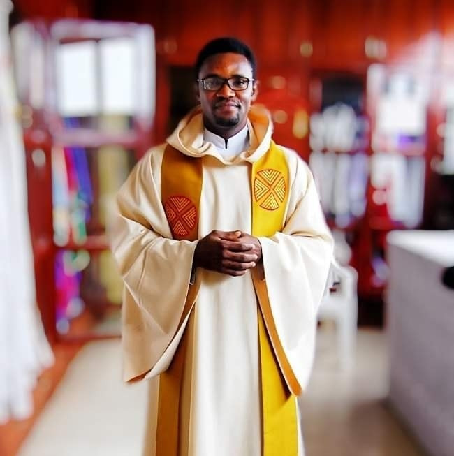"""Some of you mistake """"thou shall not judge"""" for """"thou shall not say the truth"""" - Nigerian Catholic priest says Prophet Odumeje is not a Christian but a clown"""
