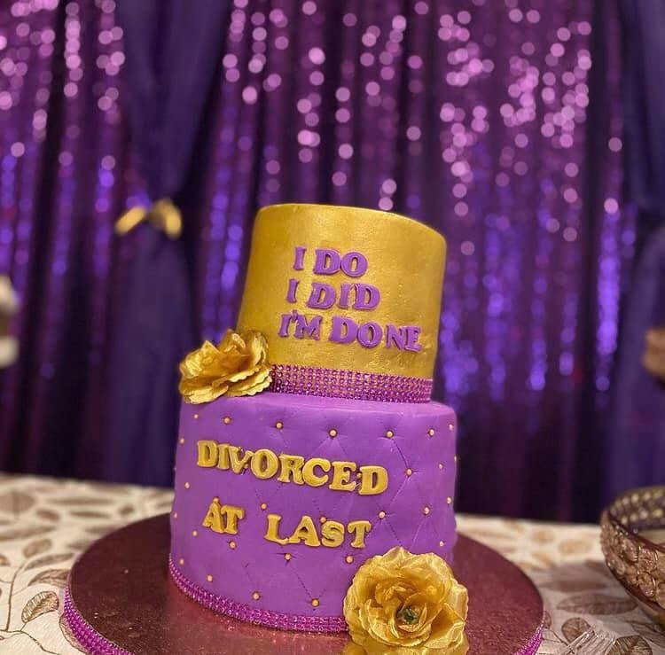 Nigerian lady throws a party to celebrate her divorce 1