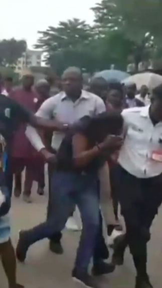 Suspected car thief mobbed in Abuja (video)