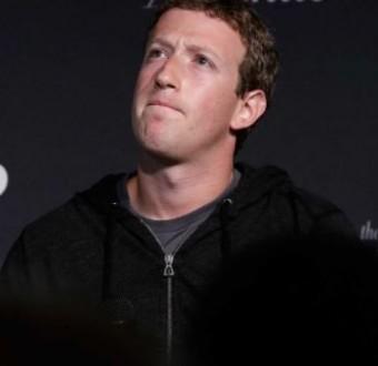 Mark Zuckerberg loses $5b asFacebook shares fall