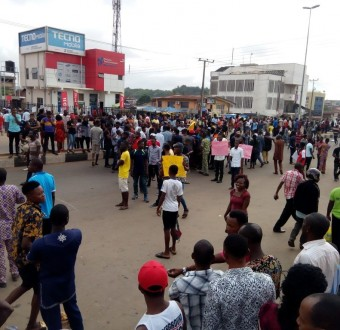 Students of Adekunle Ajasin University, Ondo state protest hike in school fees from 25K to 180K