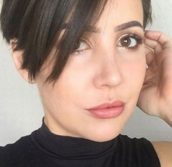 Pretty lady reveals how masturbation helps ease stress at work
